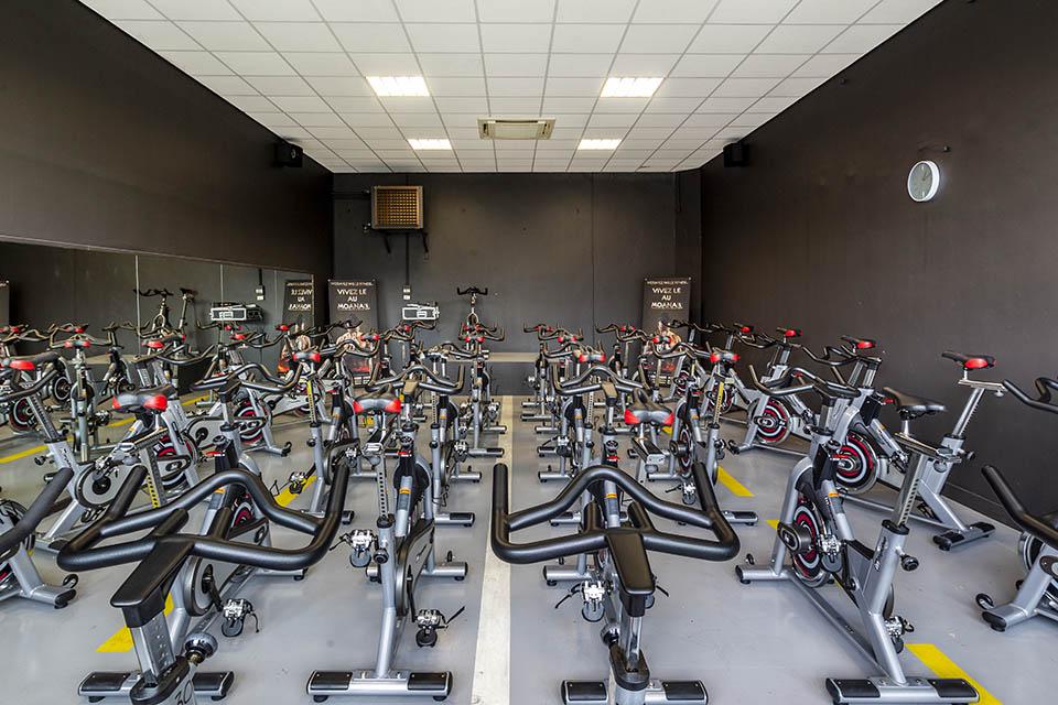 Espace bike dans le club de sport du Moana