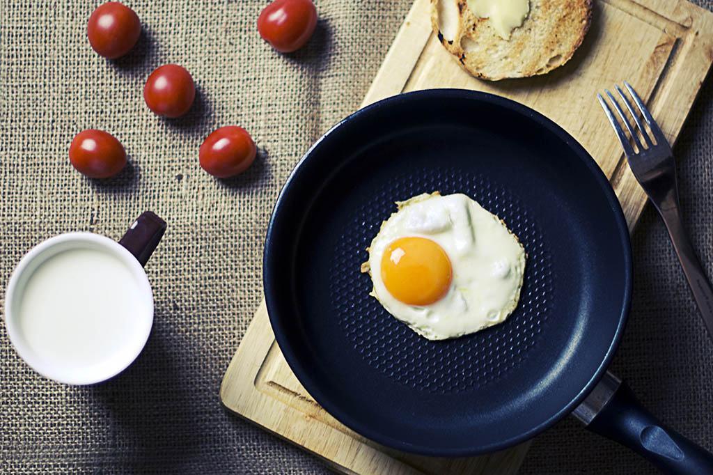 Oeuf au plat pour le petit déjeuner